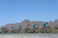 Astana mène le peloton à travers le Sultanat d'Oman
