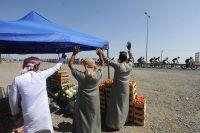 Les Omanais saluent le peloton