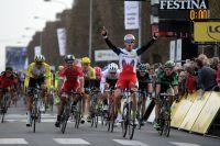 Alexander Kristoff met les sprinteurs français derrière lui