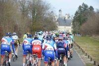 Le peloton en direction du château de Chambord