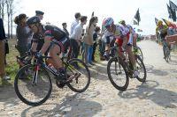 Alexander Kristoff dans la roue de John Degenkolb sur les pavés de Paris-Roubaix
