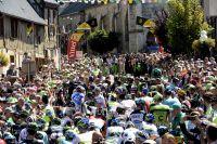 Un peloton sans maillot jaune se présente au départ de Livarot