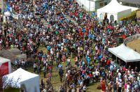 La foule réunie au bas de la piste du Pic du Jer