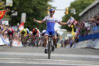 Peter Sagan coupe la ligne en champion du monde
