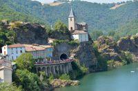 Le peloton du Tour de France sur les rives du Tarn