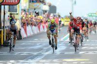 Fabian Cancellara 3ème à droite s'empare du maillot jaune, André Greipel gagne l'étape