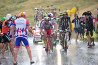 Un déluge s'abat sous les roues de Tiago Machado et Daniel Teklehaimanot
