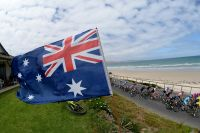 Le drapeau australien flotte sur le Tour Down Under