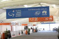 Les allées de l'Adelaide City Council Tour Village sont vides, la saison va commencer