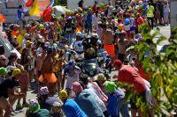 Thibaut Pinot fend la foule sur les 21 virages de l'Alpe d'Huez
