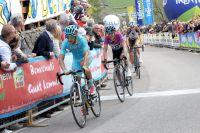 Richie Porte contrôle Mikel Landa au Tour du Trentin