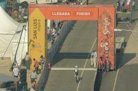 Le portique d'arrivée du Tour de San Luis franchi par Rinaldo Nocentini