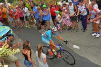 Vincenzo Nibali fend la foule