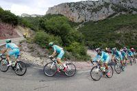 L'équipe Astana assure la protection de Fabio Aru