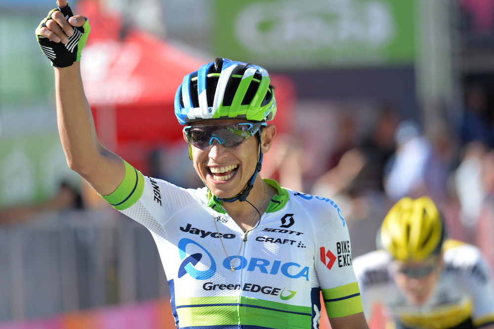 Esteban Chaves remporte une étape pleine de surprises