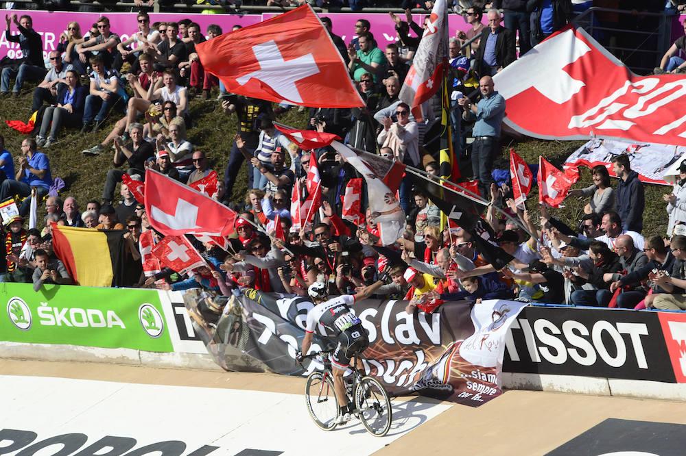 Fabian Cancellara salue ses supporters
