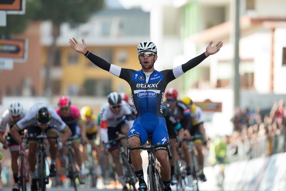 Pour ses débuts en WorldTour Fernando Gaviria trouve déjà la faille