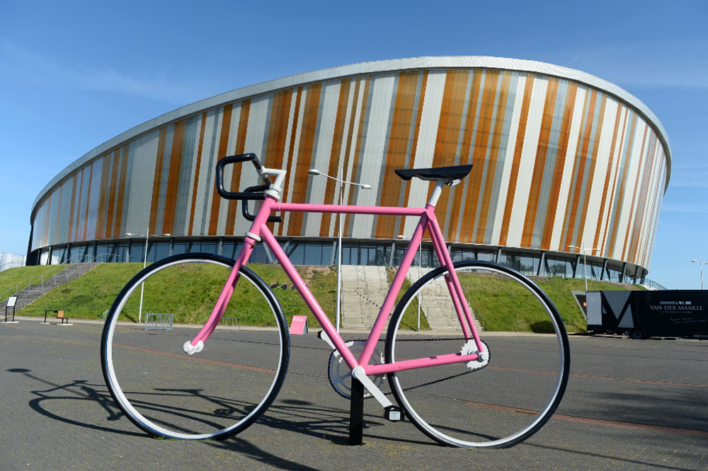 Le Giro reçu au vélodrome d'Apeldoorn