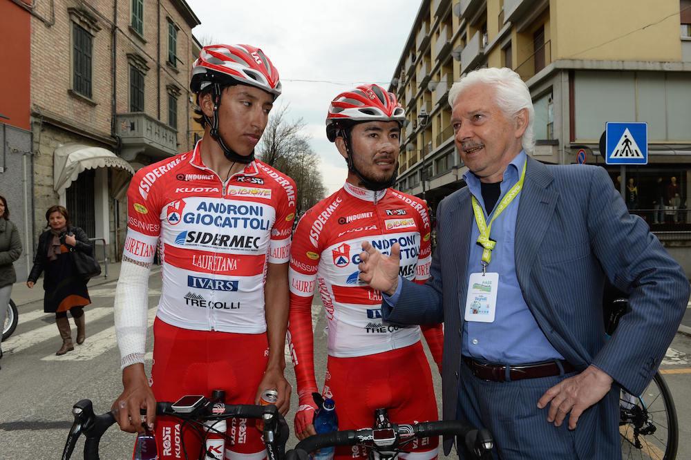 Gianni Savio aux côtés de ses coureurs