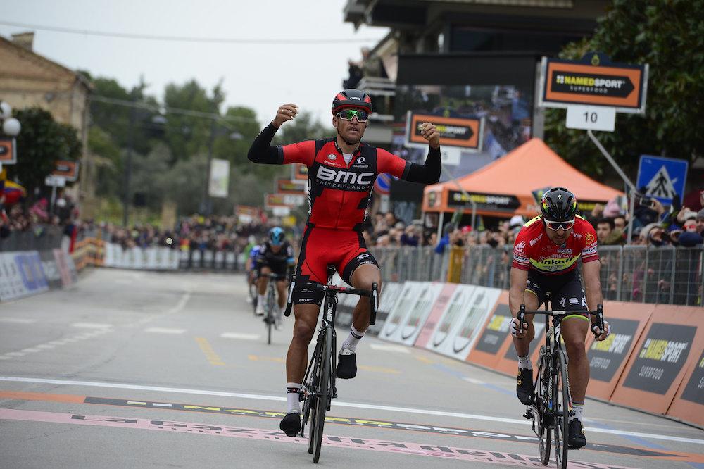 Greg Van Avermaet vient à bout de Peter Sagan sur cette étape mouvementée