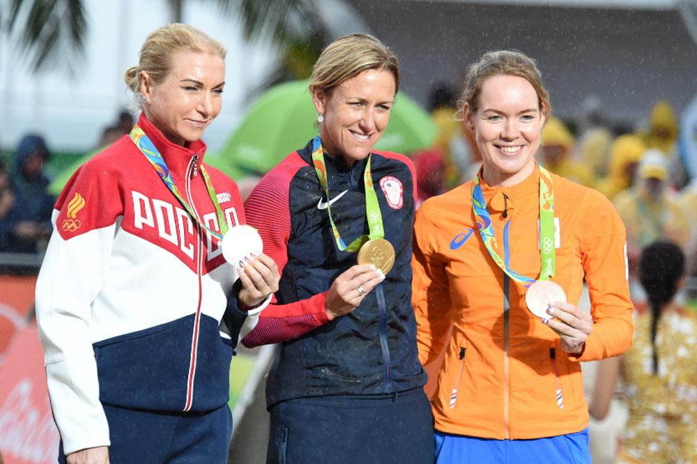 Le podium du chrono des Jeux avec Olga Zabelinskaya, Kristin Armstrong et Anna Van Der Breggen