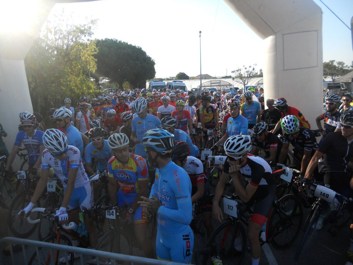 Le peloton de l'Azur et Or dans les starting blocks
