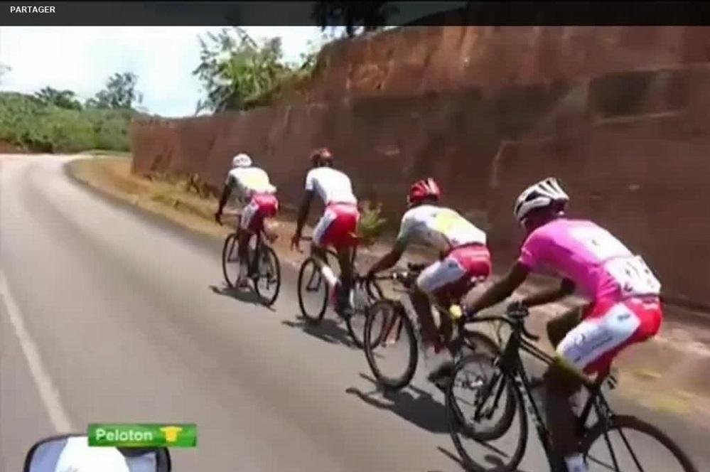 Le peloton du Tour de Guyane