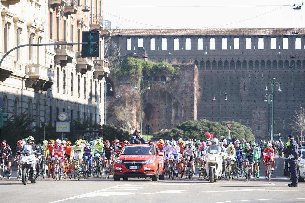 Le peloton quitte Milan