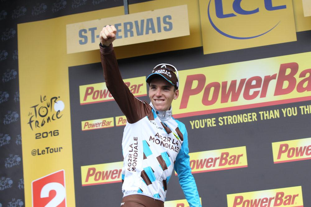 Romain Bardet monte sur le podium