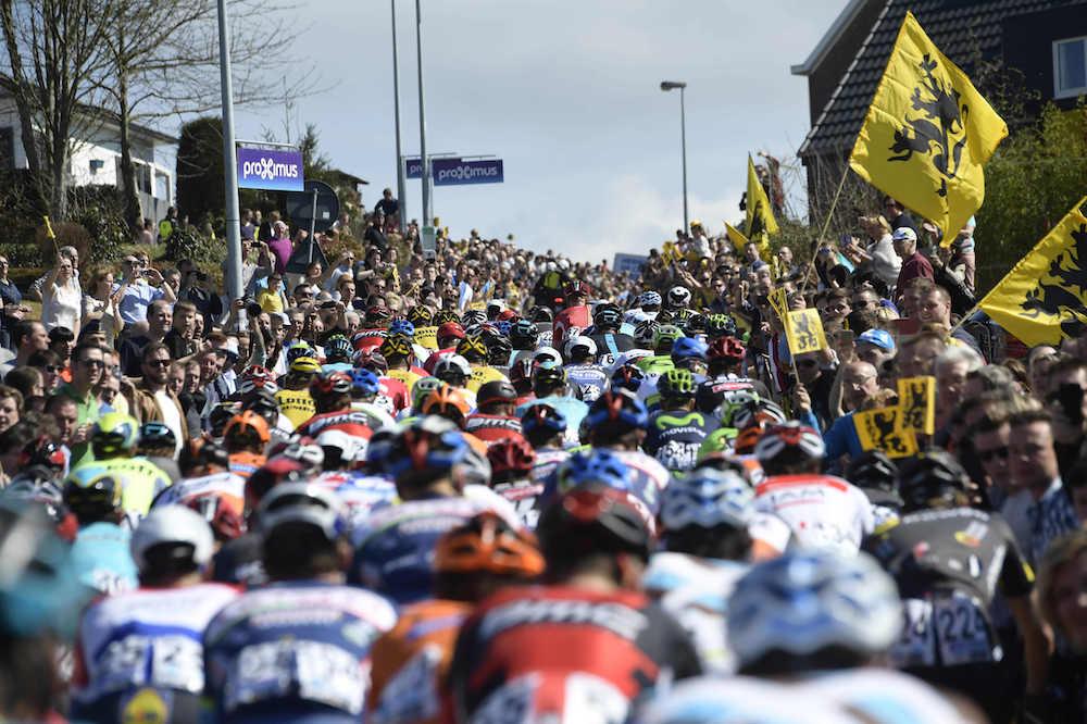 Le peloton du Tour des Flandres
