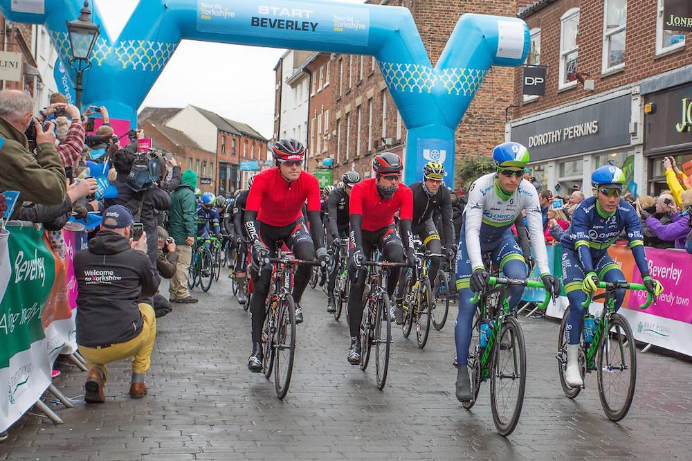 Départ pluvieux au Tour du Yorkshire