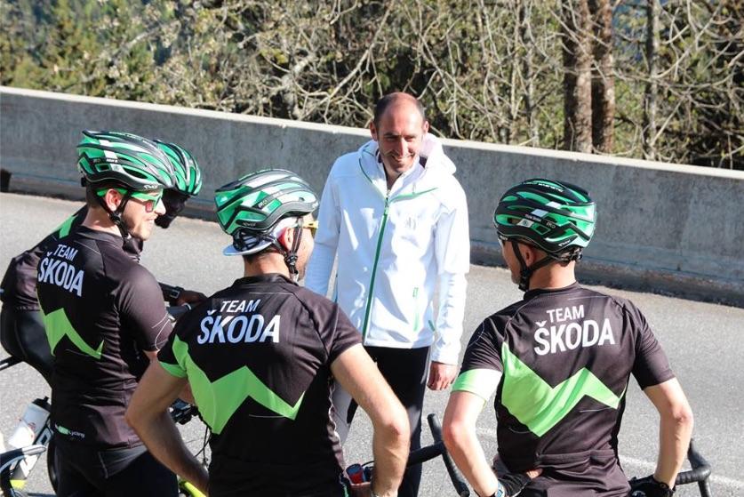Jérôme Pineau donne de précieux conseils à ses coureurs