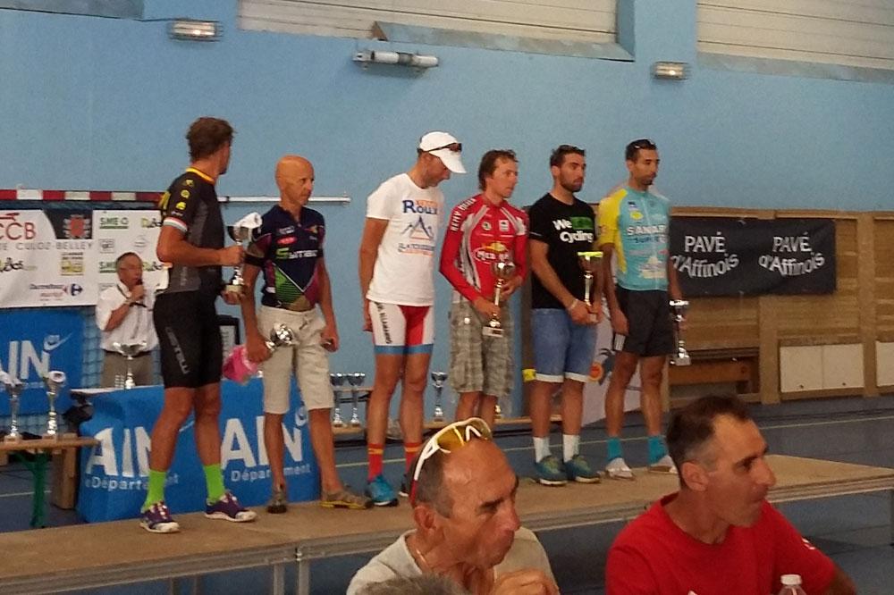 La cérémonie de remise des prix du Tour de l'Ain Cyclos