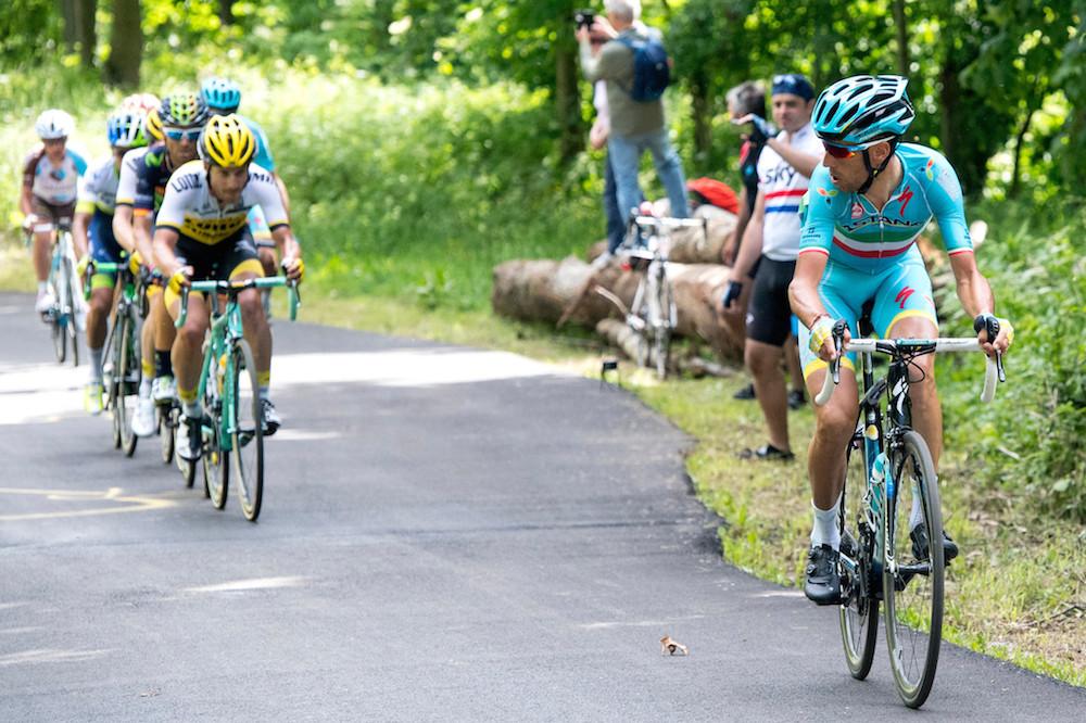 Vincenzo Nibali attaque, ses rivaux réagissent