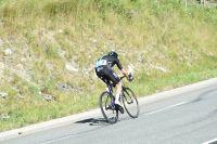 Chris Froome surprend son monde et attaque dans la descente de Peyresourde