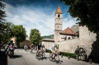 Traversée de village sur la Cyclo Valberg