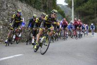 Le peloton emmené par l'équipe Direct Energie en chemin vers Laudun
