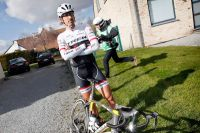 Stoïque, Fabian Cancellara attend d'être dépanné