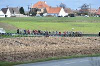 Le peloton explose sur Gand-Wevelgem
