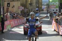 Gianluca Brambilla s'impose à Arezzo et prend le maillot rose