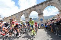 Le peloton du Giro quitte les Abruzzes