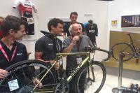 Greg Van Avermaet fête son titre olympique sur le stand de BMC