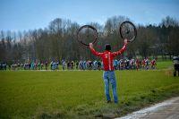 Paris-Nice prend des allures de Paris-Roubaix