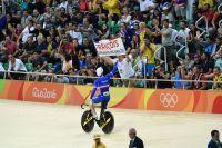 Michaël D'Almeida salue la foule