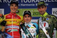 Olivier Pardini et Julien Duval entourent Samuel Dumoulin