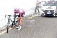 Steven Kruijswijk victime d'une chute dans la descente du col Agnel