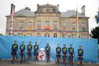 Les Movistar devant la mairie de Sainte-Mère-Eglise