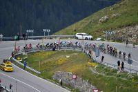 Le peloton du Tour de France descend les Pyrénées