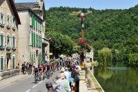 Le Tour traverse Villefranche-de-Rouergue