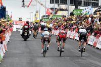 Richie Porte distancé sur crevaison laisse échapper la course au maillot jaune